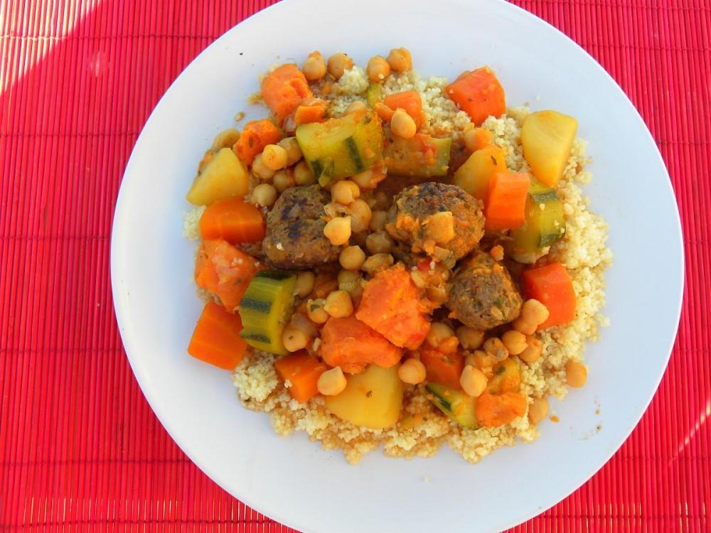 Кус-кус с овощами и фрикадельками