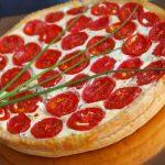 7332 Пирог с луком и помидорами