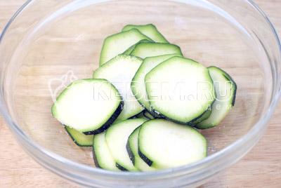 Закуска из кабачков с помидорами и зеленью