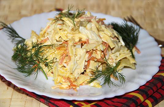Рецепт Куриный салат с морковью и чесноком
