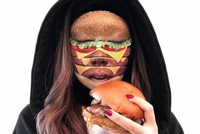 Канадская визажистка превратила свое лицо в гамбургер и пиццу