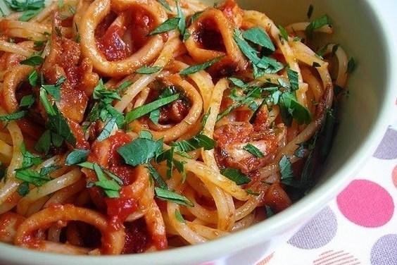 Рецепт Кальмары тушёные в помидорах