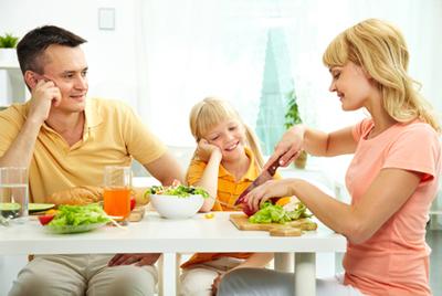 Ученые рассказали о пользе семейных обедов и ужинов для детей