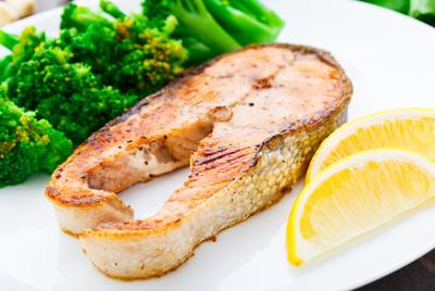 Употребление жирной рыбы помогает детям лучше учиться в школе