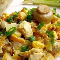 16207 Рецепт Салат с маринованными шампиньонами и огурцом