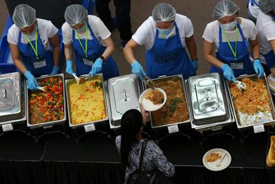 В Сингапуре приготовили 5000 бесплатных блюд из пищевых отходов