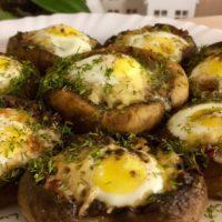 16295 Рецепт Шампиньоны с запеченным яйцом