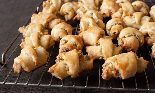 16945 Рецепт Творожные рогалики с орехами и корицей