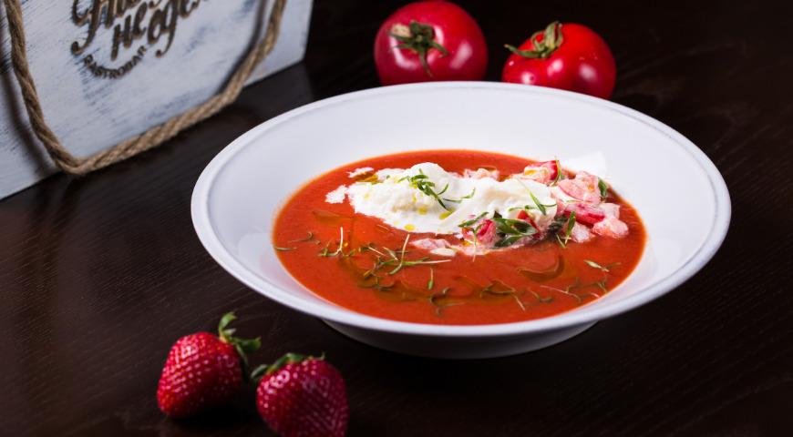 4 необычных рецепта c клубникой от супа до эклера