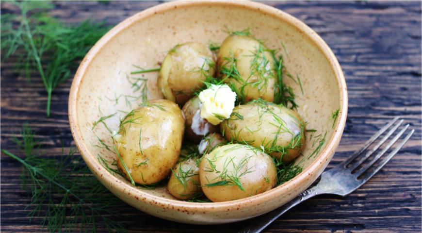 Почему нужно перестать есть старую картошку прямо сейчас