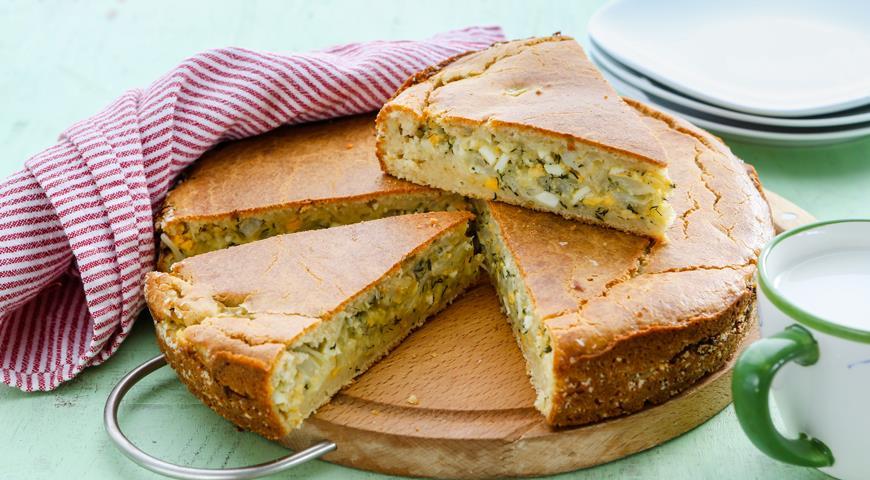 Заливной пирог с капустой и яйцом на кефирном тесте