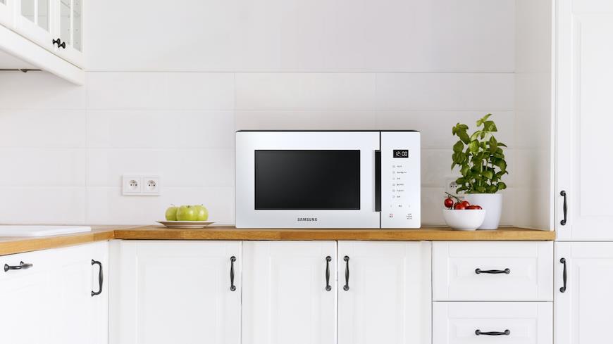 17197 Микроволновка вместо цветов: как Samsung украшает наши кухни