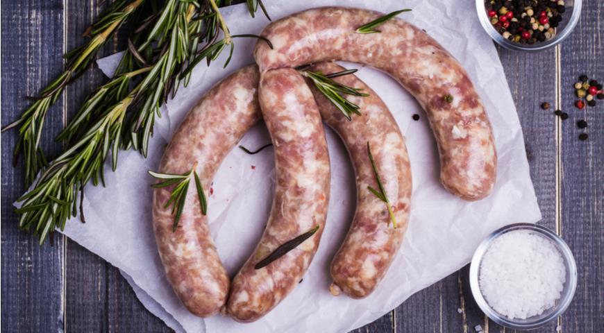 Готовим домашние колбаски: 15 проверенных рецептов на любой вкус