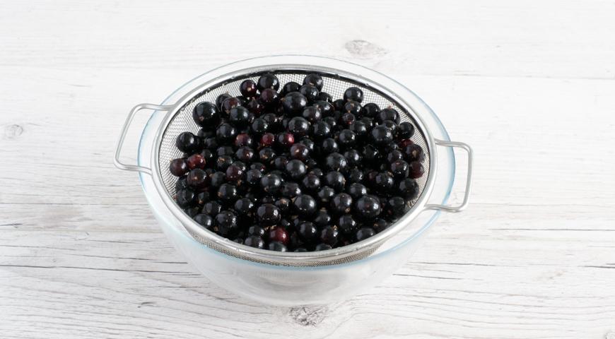 Варенье из черной смородины на зиму, переберите ягоды