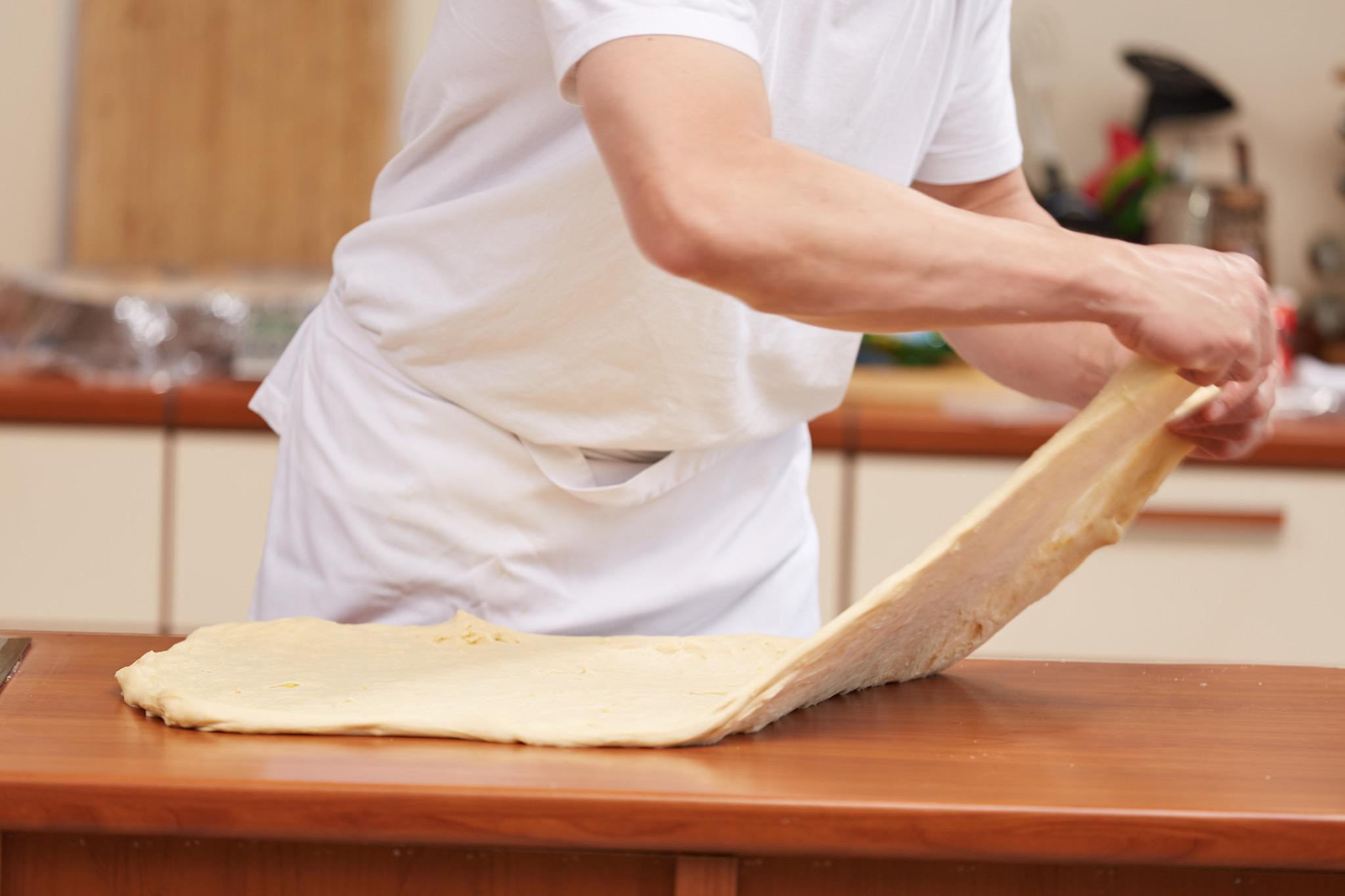 18064 Домашний хлеб. Обминки теста во время брожения. Метод «растянуть и сложить»