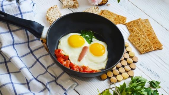 18415 Как яичницу на сковороде моментально превратить в сэндвич