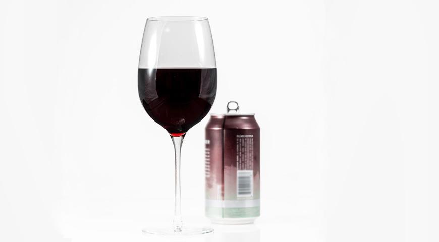 Вино в банках – модная новинка для тех, кто любит выпить на ход ноги