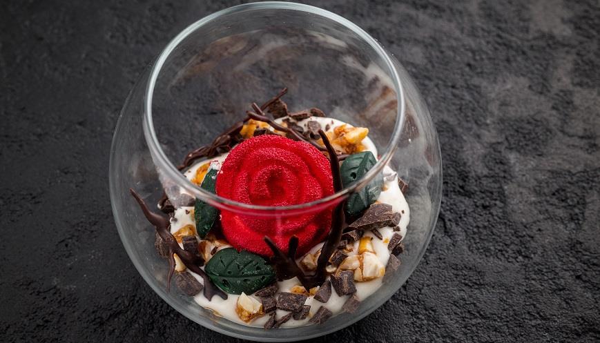 10 поражающих воображение десертов к 8 марта в ресторанах Москвы