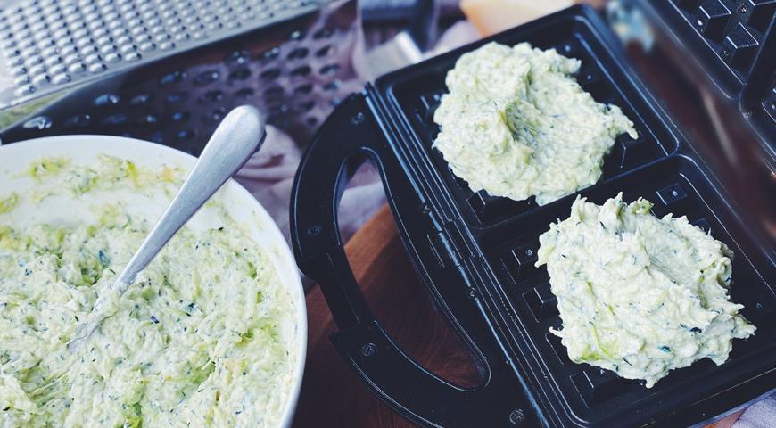 Закусочные вафли из кабачков, которые нужно готовить прямо сейчас