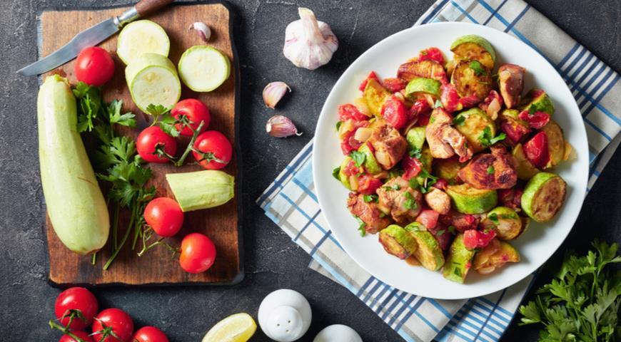 Как приготовить кабачки на сковороде, в том числе оладьи из кабачков